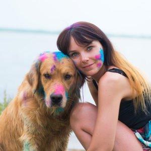 Holi Farben Fotos mit Hund